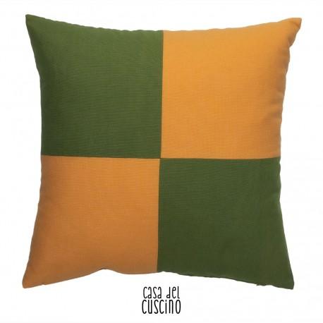 Cuscino arredo a quadri arancioni e verdi