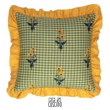 Cuscino arredo a quadretti vichy gialli e verdi con volant giallo