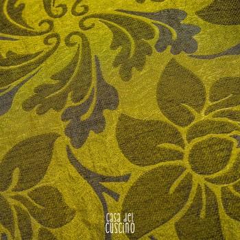 cuscino arredo verde acido in raso con fantasia floreale. Retro tinta unita verde acido