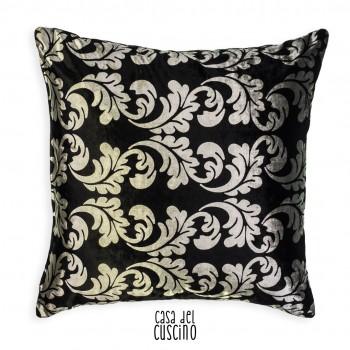 cuscino nero in velluto con fantasia damascata argento. Retro tinta unita nero