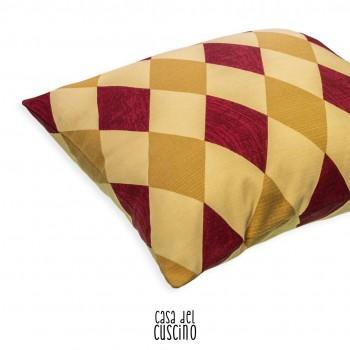 cuscino arredo a rombi colorati giallo ocra, beige e bordeaux